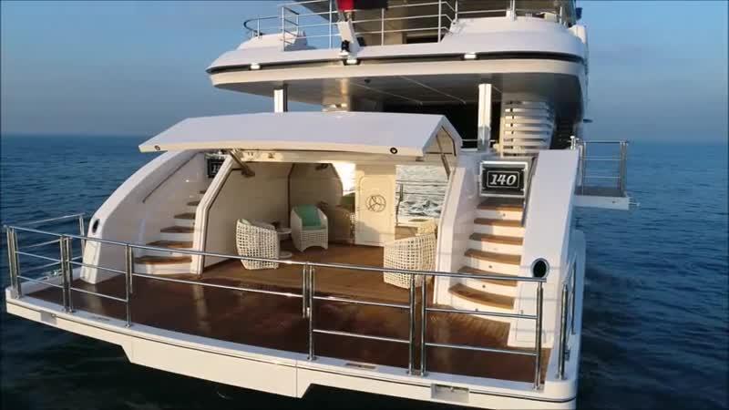 Роскошная яхта Majesty 140