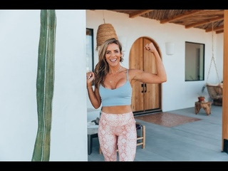 30-минутная буткамп-тренировка - Кардио и барр. Join Katie Dunlop of Love Sweat Fitness for a LIVE 30-Minute Cardio and Barre Bootcamp Workout