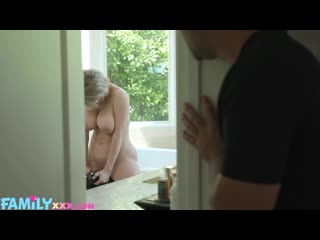 Сын спалил за мастурбацией и трахнул зрелую мачеху sex family incest porn busty big tit boob milf mature ass son (hot&horny)