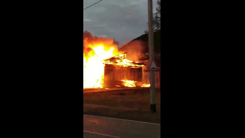 Видео пожара в школе в селе Большое Голоустное