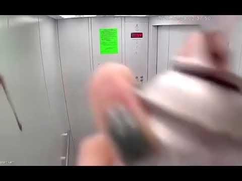 В Оренбурге сотрудница полиции и работница суда разрисовали лифт