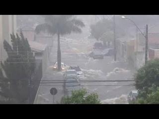Tornado Arrasta Todo A Su Paso En Guarujá, Brasil /Tornado Drags Everything In Its Path In Guarujá.