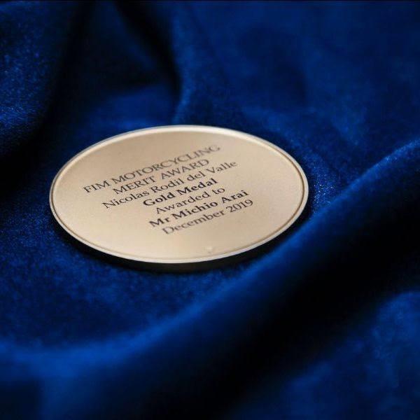 Компания Arai впервые получила золотую медаль FIM за производство безопасной экипировки
