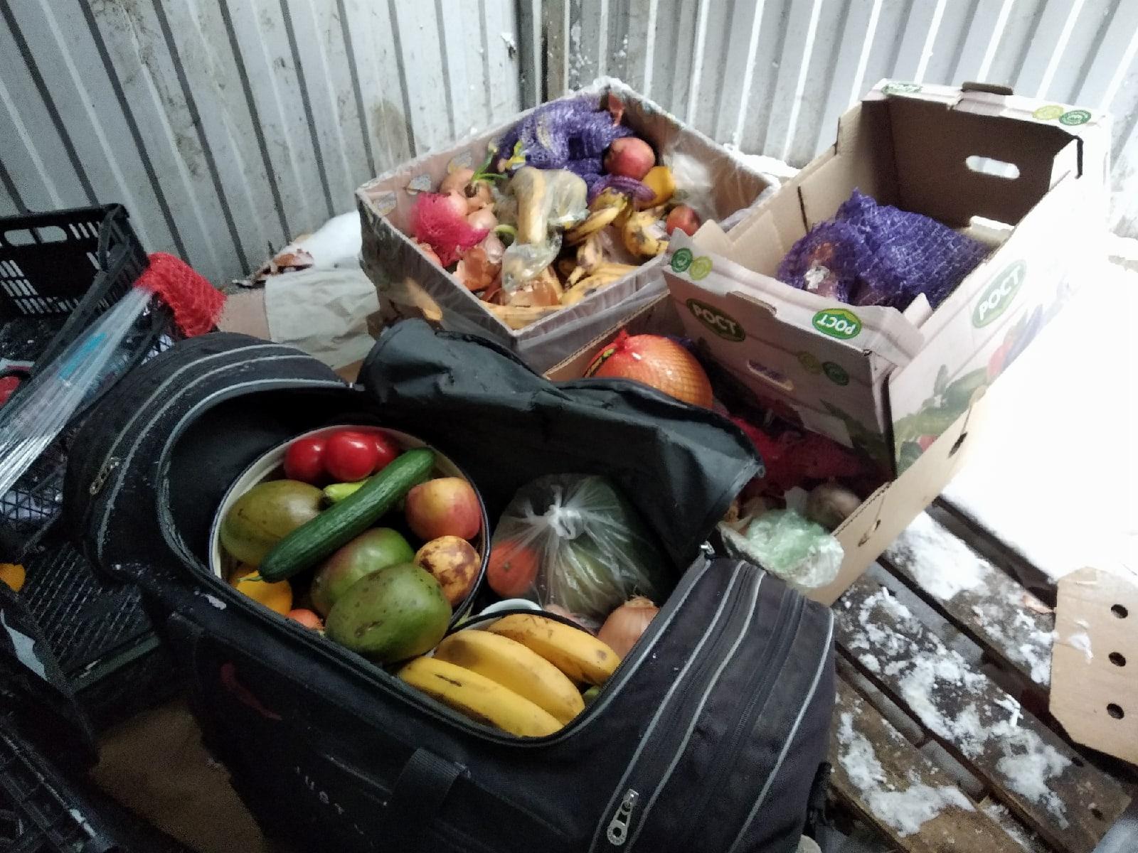 конфискация фруктов-овощей из супермаркета