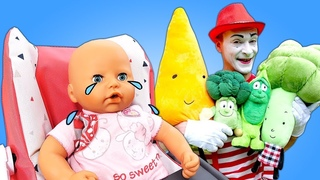 Growing toy vegetables for Baby Doll. Funny learning videos for babies. Baby toys & a Baby Born doll