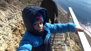 Анапа спуск к морю на дикий пляж 2 марта 2021 лестница почти готова