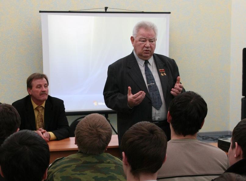 Г.М. Гречко на встрече с жигулёвскими подростками