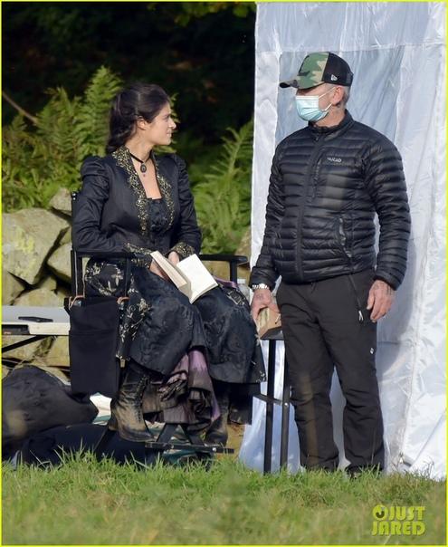 Аня Чалотра и Фрейя Аллан на съёмках второго сезона «Ведьмака»