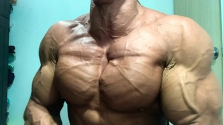 Ripped and big muscles ! Real musclegod first challenge chest veins Hayden monteleone