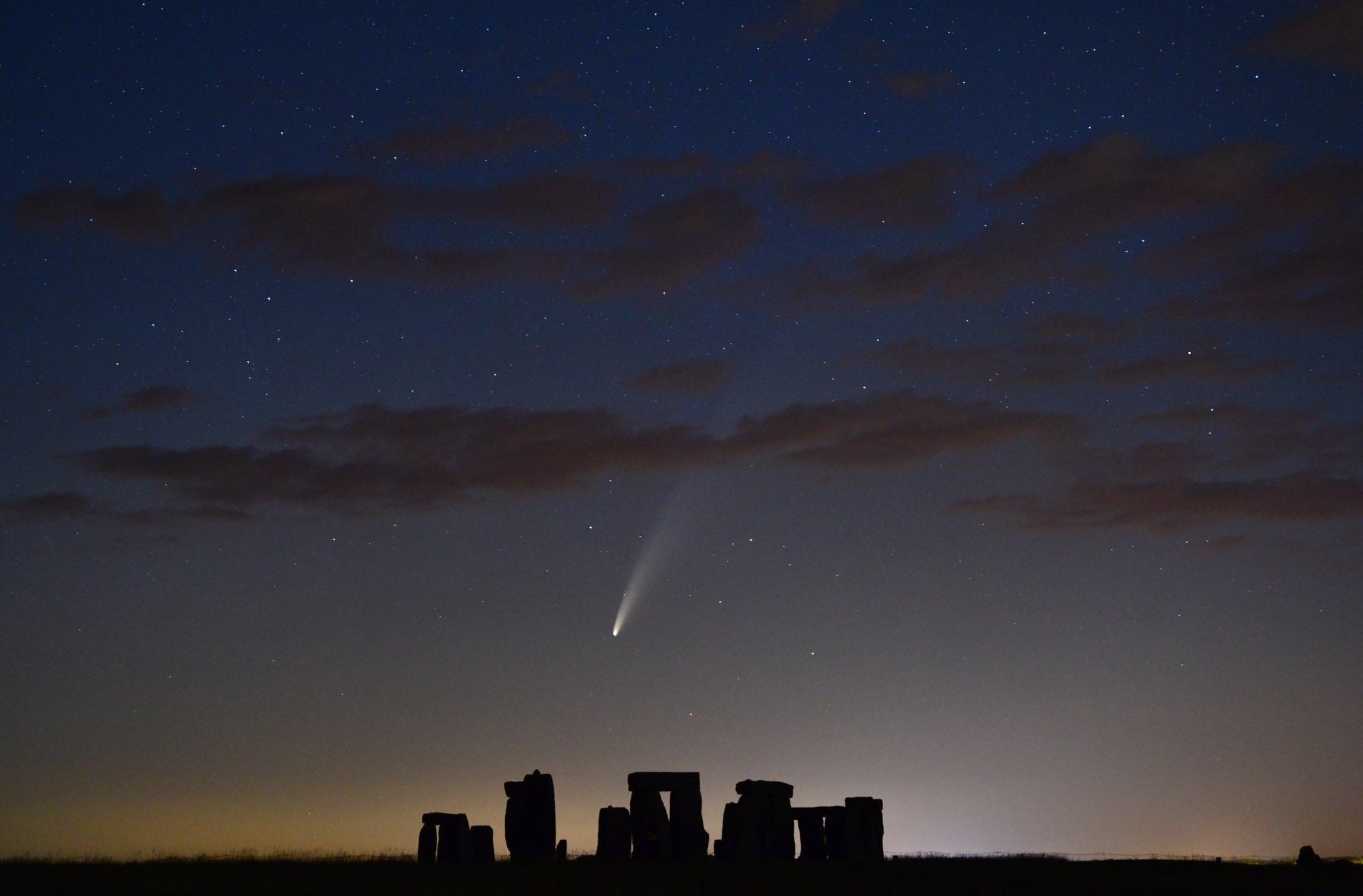 Комета Неовайз над Стоунхенджем