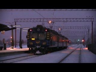 Heavy arcing ER2 802 07 821 EVR ER2 2113 2114 passing Lagedi station Estonia