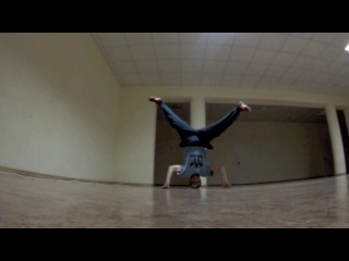B-boy Andrurock headspin practice