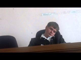 судья Махно Евгений Владимирович, уснул на заседании.