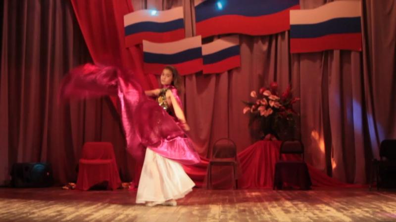 Восточный танец. Яна Р. п. Лотошино май 2015 г.