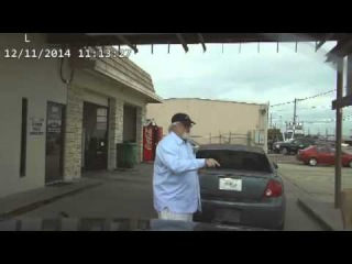 США: Полицейский с электрошокером против дедушки