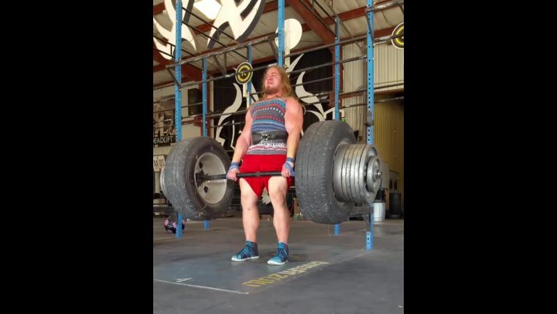 Габриэль Пена тянет 408 кг в лямках без экипировки