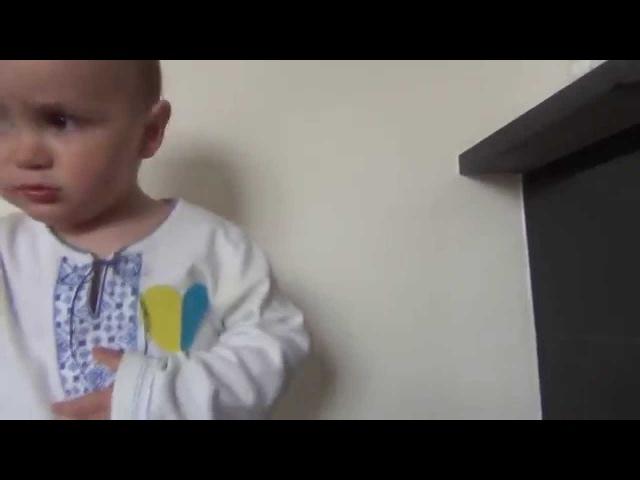 Малюк 1 рік та 10 місяців співає гімн України