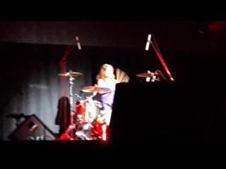 Юлия Савичева играет на барабанах (г. Омск,  г., Концертный зал Филармонии)