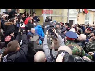 """В Волгограде избили Навального за глумление над статуей """"Родина-мать""""1"""