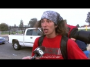 A witness to the crime interviewing by a FOX television reporter. Свидетель преступления дал интервью телеканалу FOX.