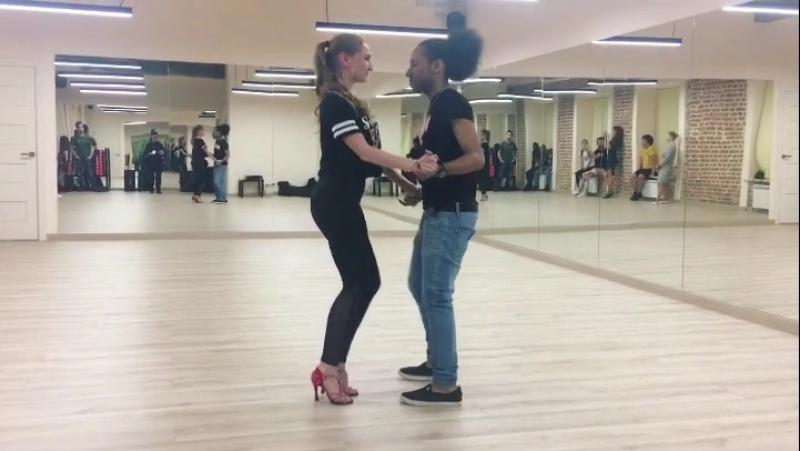 Всегда мечтали научится танцевать горячие кубинские танцы WILKIN OLIVERO погрузит Вас в ритмы SALSABACHATA на своих тренировка