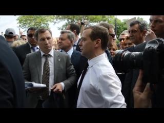 Денег нет, но вы держитесь, Дмитрий Медведев денег нет от канала ФарцовщикСарвар