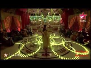 Khushi Kumari Gupta (Sanaya Irani)- Dancing to Bahara at Star Parivaar Ka Tyohaar