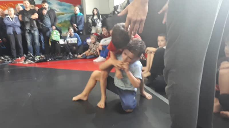 Первое выступление Родиона на соревнованиях по греплингу