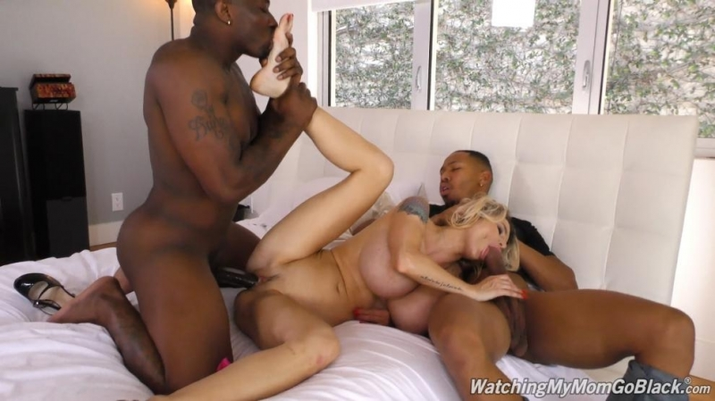 Негры прут жену при муже Danielle Derek Cuckold, Creampie, 2 on 1, Big Tits, Blonde,