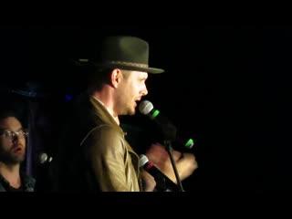 """Дженсен Эклз выступил на SPNVegas 2019 с песней """"Son of a Bitch""""."""