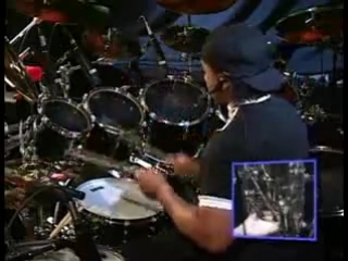 [Drums] Carter Beauford - Under The Table And Drumming Part