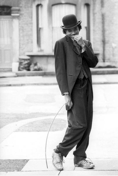 Майкл Джексон в образе своего кумира  комика Чарли Чаплина (1970 год).