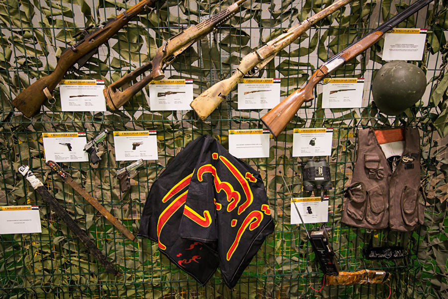 Трофеи из «песочницы»Репортаж c выставки вооружений сирийских боевиков, изображение №36