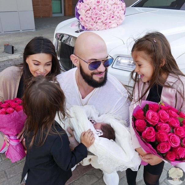 Оксана Самойлова и Джиган станут родителями в четвёртый раз 31-летняя Оксана Самойлова и 34-летний рэпер Джиган (Денис Александрович Устименко-Вайнштейн) снова станут родителями. У супругов уже