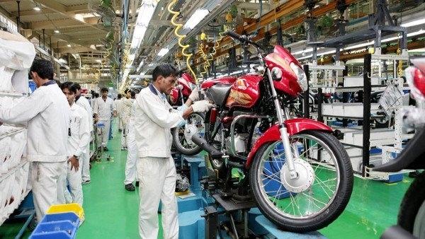Индийские мотогиганты отметили спад продаж на внутреннем рынке