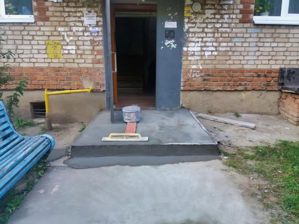 Отремонтировали крылечки на Дачной, 13
