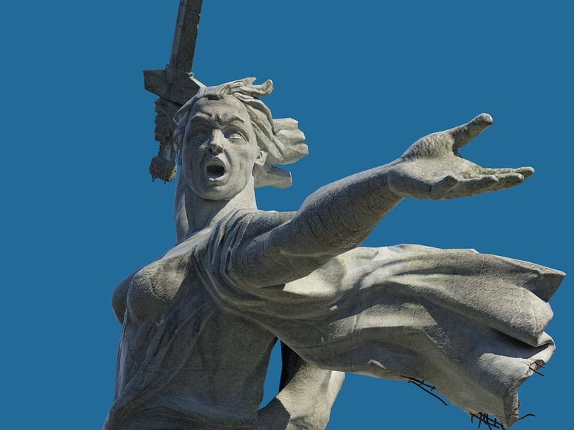 Скульптура «Родина-мать зовёт»