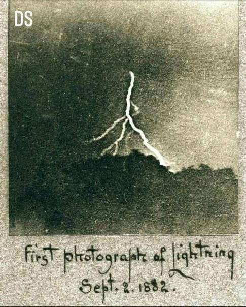 Первая фотография молнии, сделанная Уильямом Дженнингсом в 1892 году