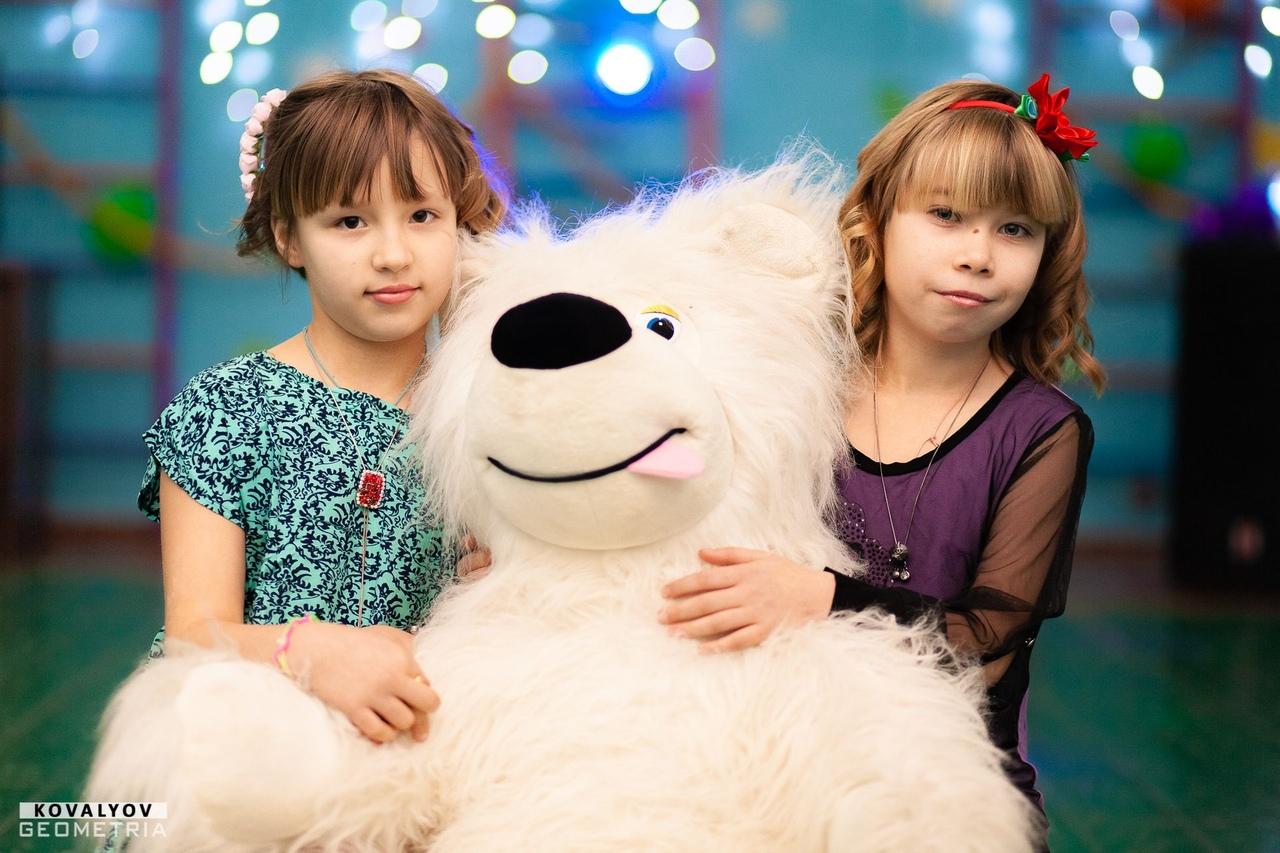 День красоты и новогодняя дискотека для детей сирот
