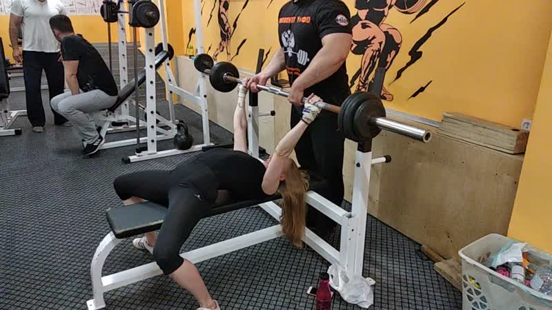 Моисеева Марина жим штанги лёжа 45 кг на 8 раз 01.07.2019 г.