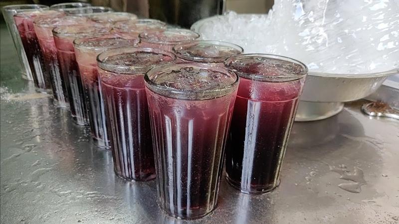 Mumbai's 150 Years Old Kala Khatta Cold Drinks House | Indian Street Food