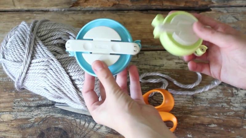Как сделать коврик из помпонов с помощью Clover Pom Maker's