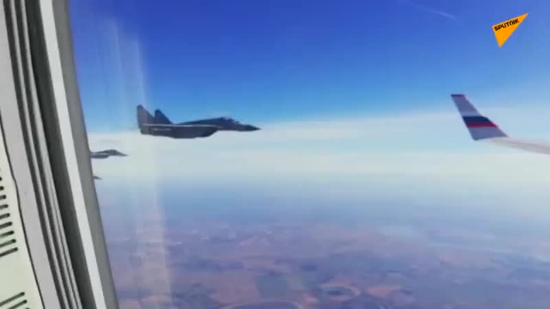 SputnikVidéo Quand des MiG 29 serbes escortent le ministre russe de la Défense jusqu'à Belgrade mp4