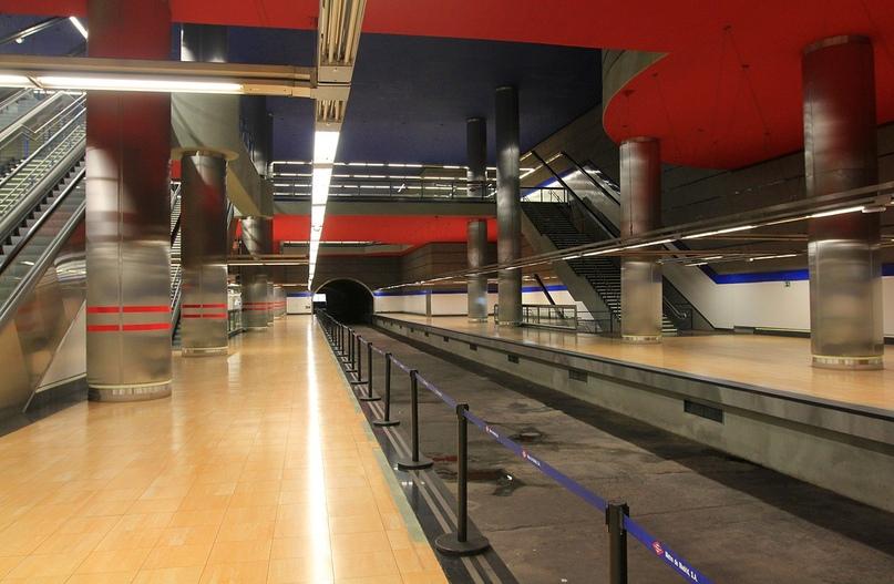 ТОП самых красивых метро, изображение №25