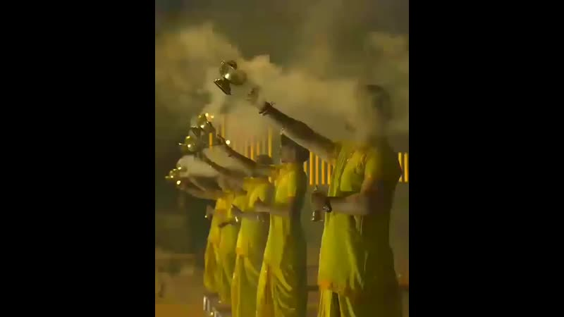 ॐ _pray_Every evening, as dusk descends, it's time for the Ganga Aarti to be perform ( 800 X 640 ).mp4