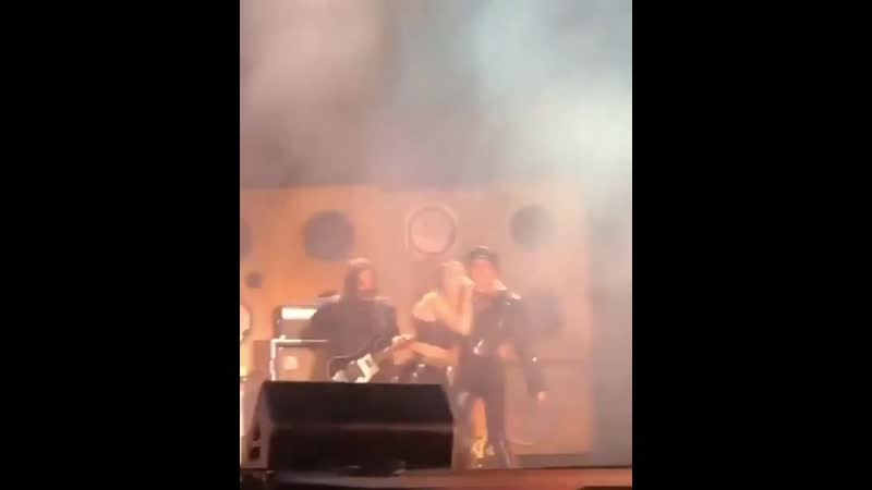 Miley singing Mother's Daughter with her mom Tish