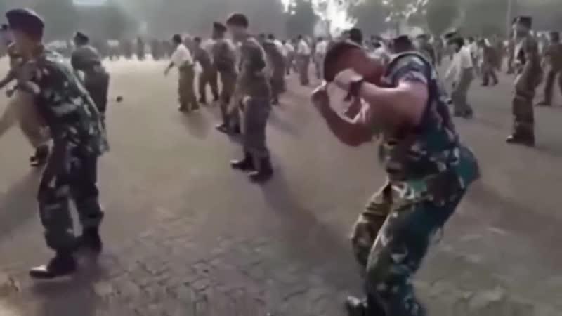 БУЙ БУЙ БУЙ.Потанцуем Танец маленького мальчика и солдата