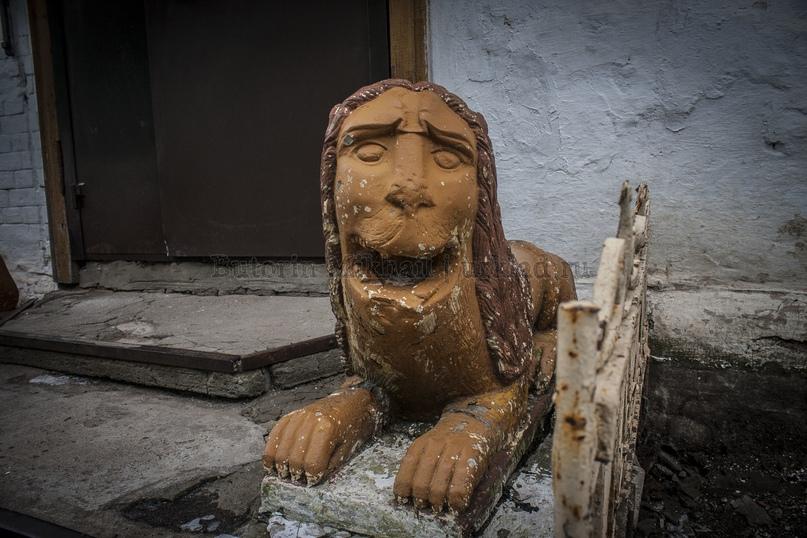 Львы сторожат вход в музей