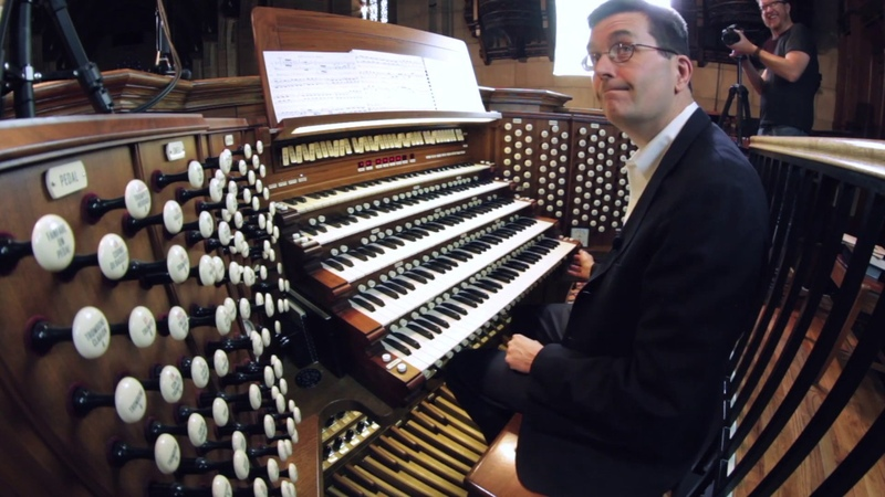 J. S. Bach - Toccata in D minor (played by John Sherer on Chicago's largest pipe organ)