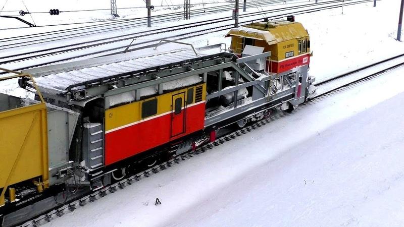 Чистка путей от снега Поезда России Электричка Локомотив